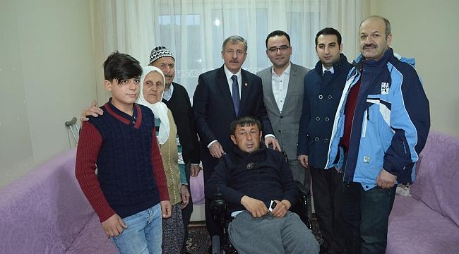 AK Partili Özdağ'dan Kaygısız'a Akülü Araç
