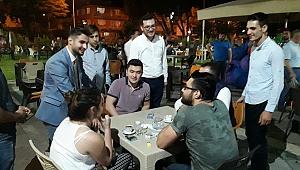 AK Parti'nin genç milletvekili adayı kapı kapı dolaşıyor