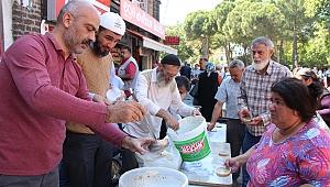 Yardımlaşma Eğitim ve Kültür Derneği , 2 bin kase aşure dağıttı