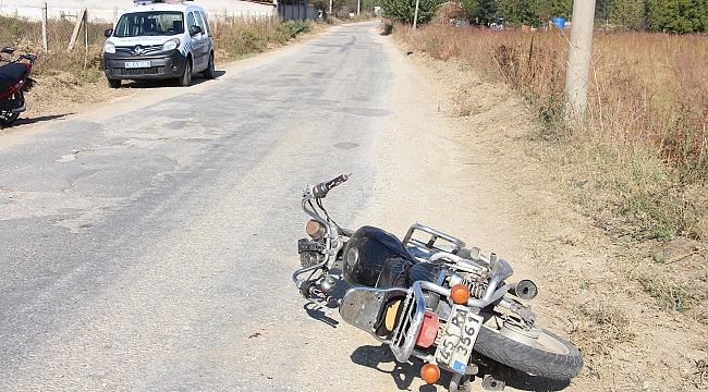 Direksiyon hakimiyetini kaybeden motosiklet sürücüsü ağır yaralandı
