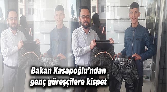 Bakan Kasapoğlu'ndan genç güreşçilere kispet