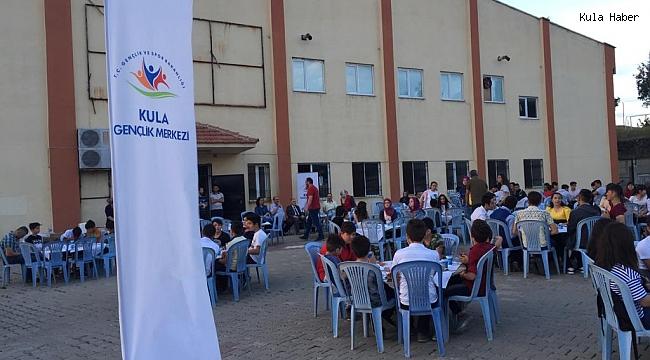 Gençler öğretmenleri ile iftar sofrasında buluştu