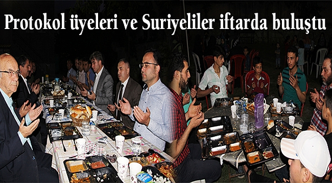 Protokol üyeleri ve Suriyeliler iftarda buluştu