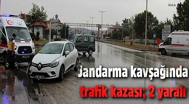 Jandarma kavşağında trafik kazası; 2 yaralı