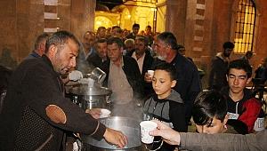 Süt Birliği'nden kandilde sıcak süt ikramı