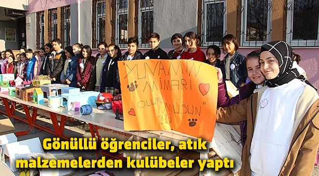 Gönüllü öğrenciler, atık malzemelerden kulübeler yaptı