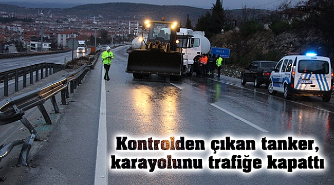 Kontrolden çıkan tanker, karayolunu trafiğe kapattı