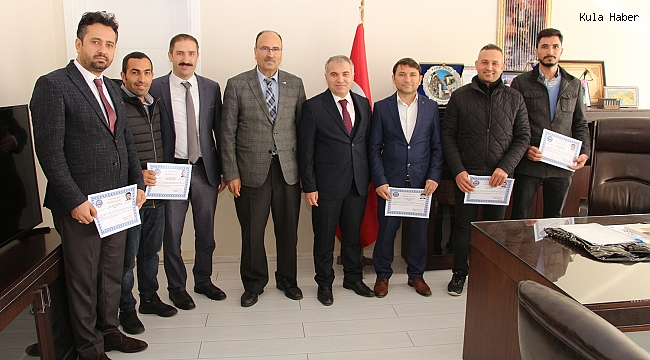Kula'da başarılı eğitimciler ödüllendirildi