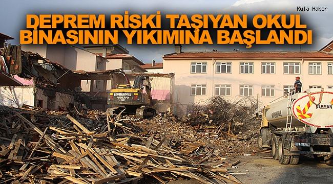 Deprem riski taşıyan okul binasının yıkımına başlandı