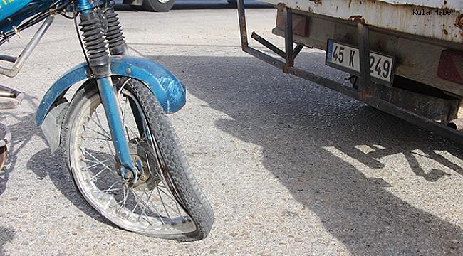 Motosiklet kamyonete yandan çarptı; 1 yaralı