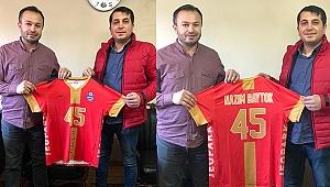 Jeopark Kula Belediyespor'dan Başkan Baytok'a forma hediyesi