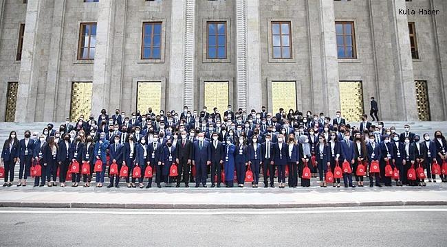 BAKAN KASAPOĞLU İLE 81 İLDEN VE KKTC'DEN GELEN GENÇLER TBMM'DE