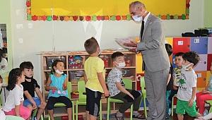 İlçe Milli Eğitim Müdürü Okulmuş'tan minik öğrencilere ziyaret