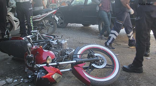 Motosiklet ile otomobil kafa kafaya çarpıştı; 1 ağır yaralı