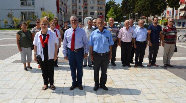 CHP, 30 Ağustos Zafer Bayramı Dolayısıyla Atatürk Anıtına Çelenk Koydu